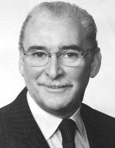 Dr. Fernando de Valdés, cirujano plástico y estético. Nº de colegiado: 282853365